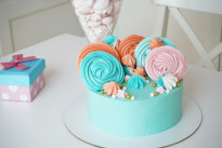 Бирюзовый торт с меренговыми элементами SWEETMARIN