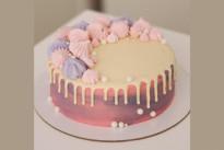 Торт розовый с меренгой SWEETMARIN