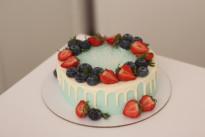 Торт Голубой с ягодным венком SWEETMARIN
