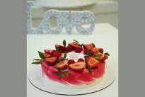 Торт с клубникой SWEETMARIN