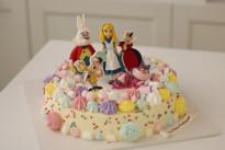 Торт Алиса в стране чудес с меренгой SWEETMARIN