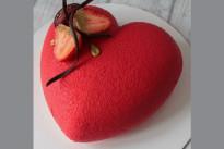 Торт Сердце красное с клубникой SWEETMARIN