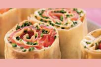 Ролл с красной рыбой, сыром и зеленым салатом У Палыча