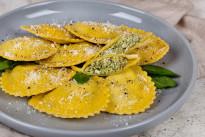 Равиоли с сыром и зеленью